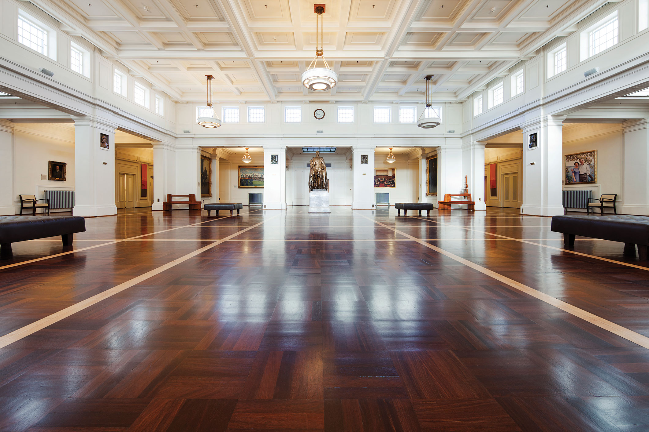 Kings-Hall-Old-Parliament-Hs-Canberra-Traffic-HD-SM-
